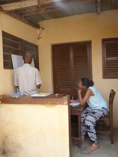 Female Projects Abroad volunteer learning French on a Language Course in Togo