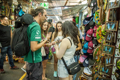 Projects Abroad volunteers in Costa Rica visit a local artisan market