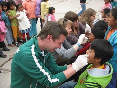 Volunteers promote dental hygiene at their Care placement, Peru