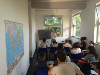 Projects Abroad Refugee volunteers in a classroom in Italy
