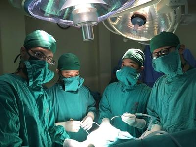Project Abroad medical volunteers assisting in the neurosurgery dept. in Hanoi, Vietnam