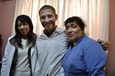 Medical staff in Peru with an Elective volunteer