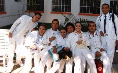Physiotherapy student volunteers outside the hospital in Mexico