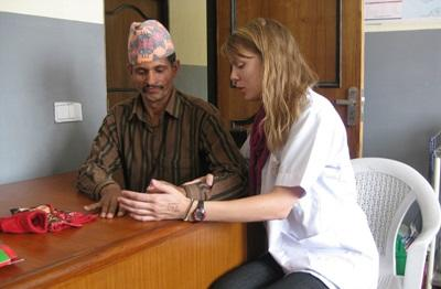 Physiotherapy volunteer in Nepal treats patient