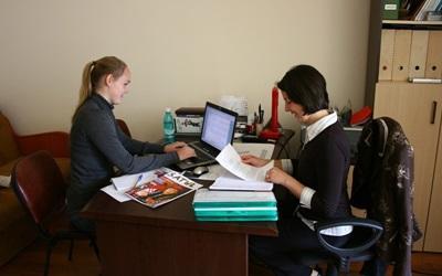 Volunteers write articles for Satul magazine in Romania