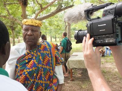 Journalism volunteers in Togo interview a local man