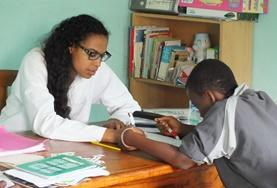 Under the guidance of medical staff, a Speech Therapy volunteer gains work experience treating a boy with communication difficulties.