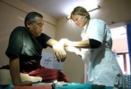 An acupuncury volunteer works with a patient on a placement in Nepal