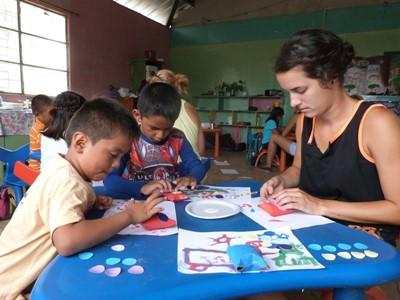 Projects Abroad volunteer teaching young students
