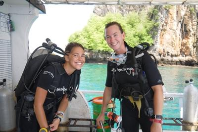 High School Special volunteers in Thailand preparing to dive