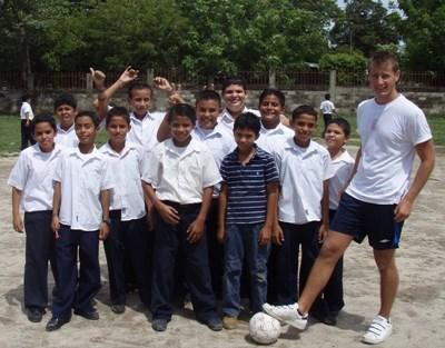 Volunteer with school sports in Costa Rica