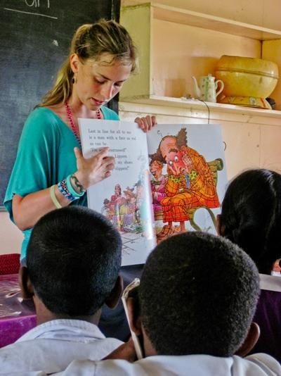 A Projects Abroad volunteer in Fiji reads a story to her class