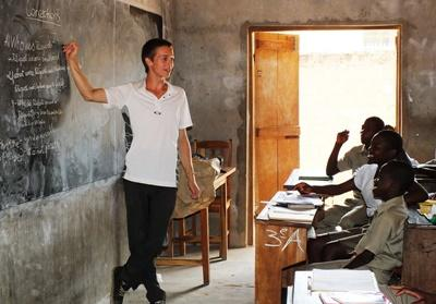 Projects Abroad volunteer teacher English to a class in a secondary school in Togo