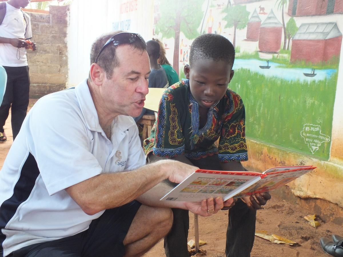 zoom Projects Abroad Australian volunteer takes part in the Reading Club at  a care placement helping children